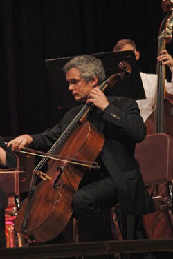 Guest artists perform with orchestra 2015
