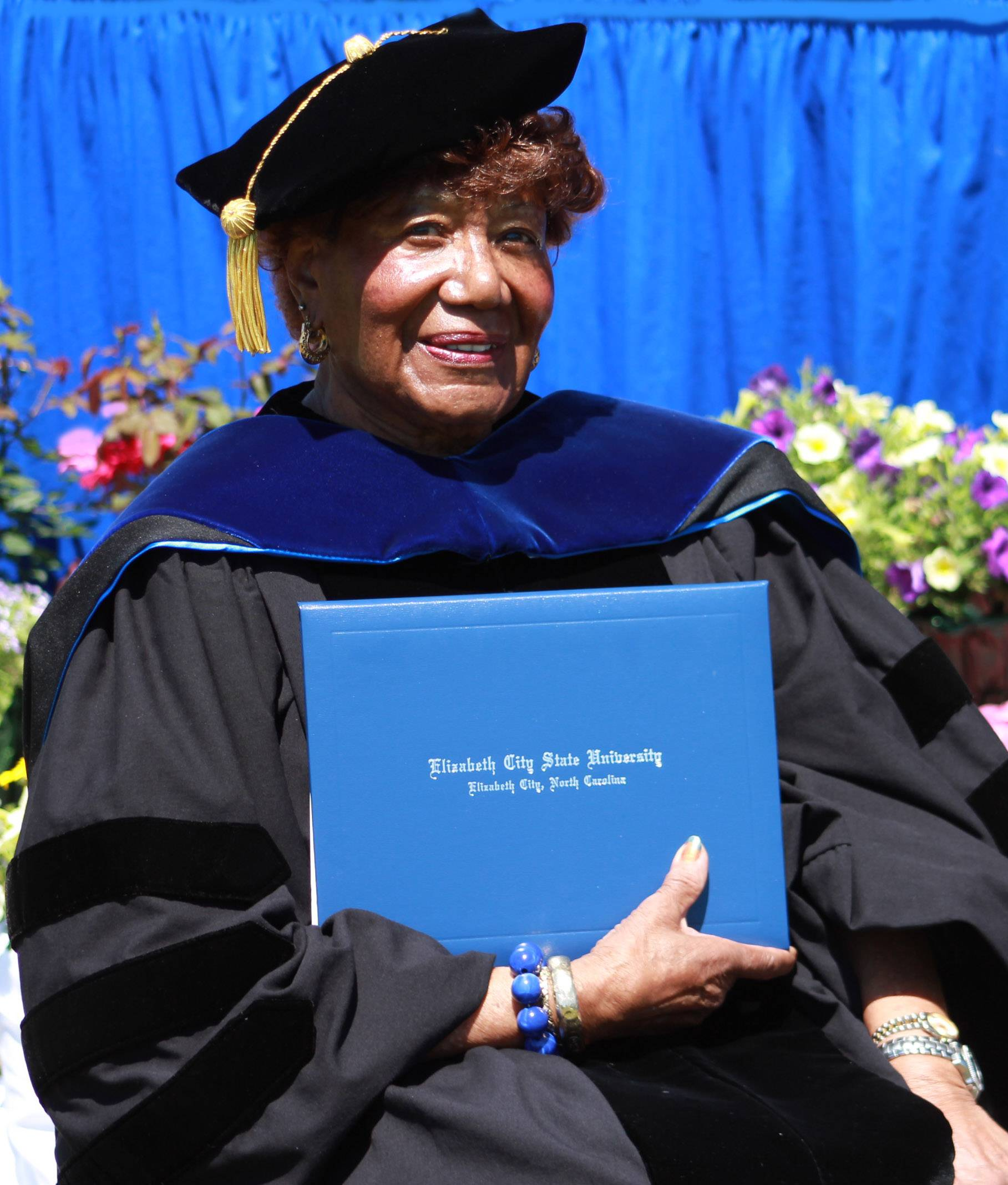 Alumna receives honorary doctorate